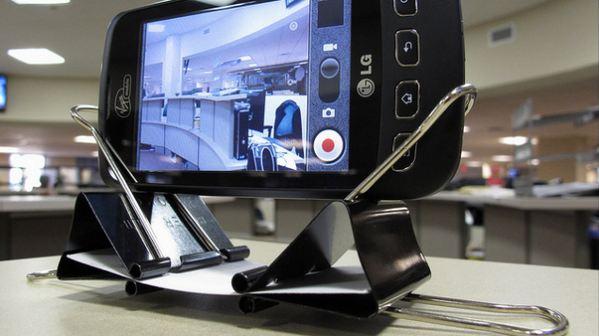 smartphone-dock-broche-aprietapapeles