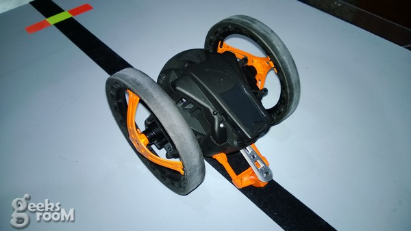 Parrot-jumping-sumo-00002