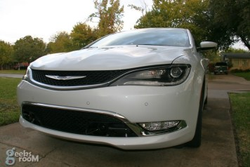 2015-chrysler-200c-awd-04