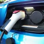 Varias automotrices planean crear red de carga para vehículos eléctricos en Europa