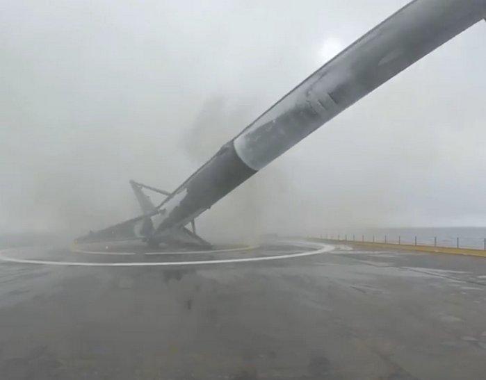 Aquí tienen el vídeo del descenso del cohete Falcon 9 de SpaceX y la posterior explosión