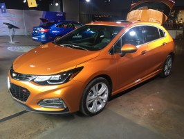 chevy-cruze-2017-hatchback-01
