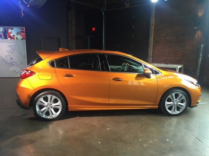 chevy-cruze-2017-hatchback-04
