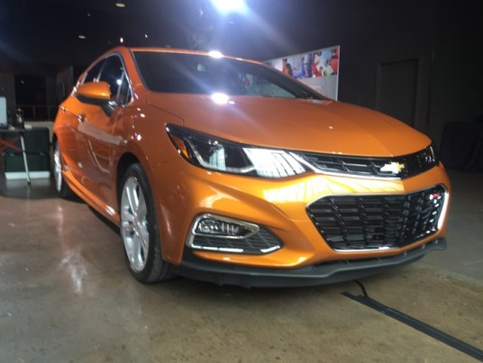 chevy-cruze-2017-hatchback-05