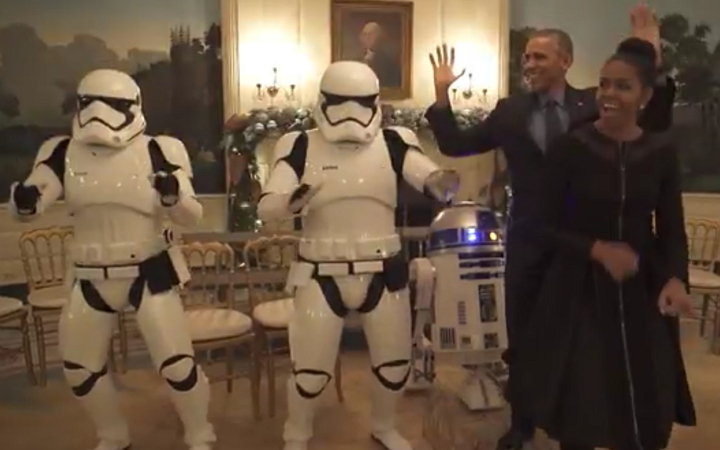 Presidente Obama y su esposa celebraron Star Wars Day bailando con Stormtrooper