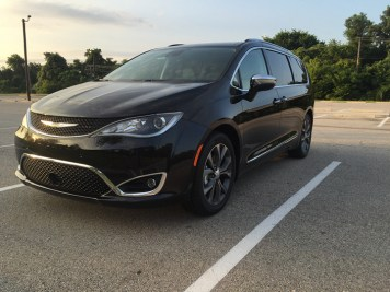 2017-chrysler-pacifica-limited-03