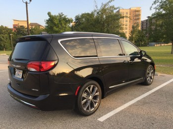 2017-chrysler-pacifica-limited-06