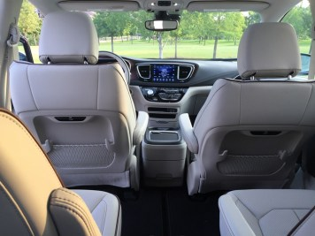 2017-chrysler-pacifica-limited-25