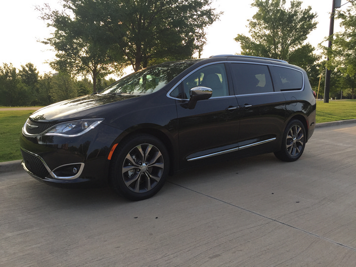 2017-chrysler-pacifica-limited-36
