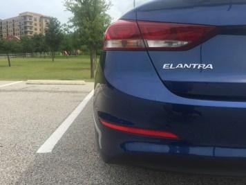 Hyundai-Elantra-Limited-2017-07