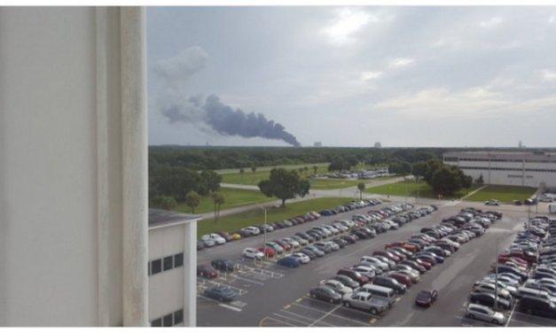 El cohete Falcon 9 de SpaceX explota durante una prueba previa al lanzamiento programado para el sábado
