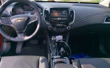 chevy-cruze-hatchback-2017-dashboard