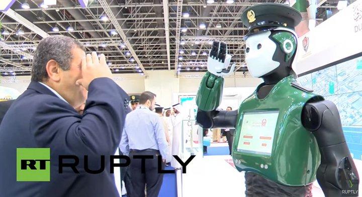 RoboCop ya vigila las calles de Dubai