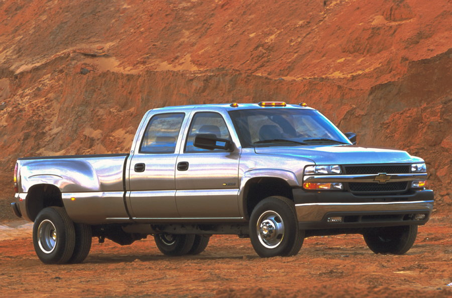 2001 Chevrolet Silverado HD one-ton (Par Motor 910 lb-pie)
