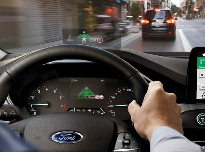 Ford Focus 2018 - Head-up Display (HUD)