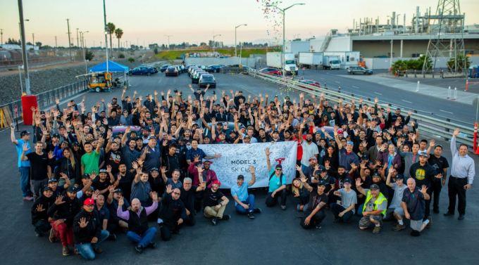 Tesla Modelo 3 - Celebración más de 5.000 unidades producidas por semana