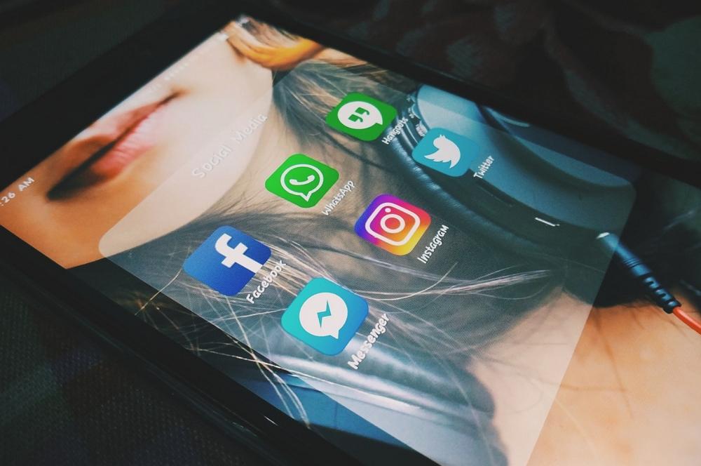 Facebook Messenger - WhatsApp - Instagram
