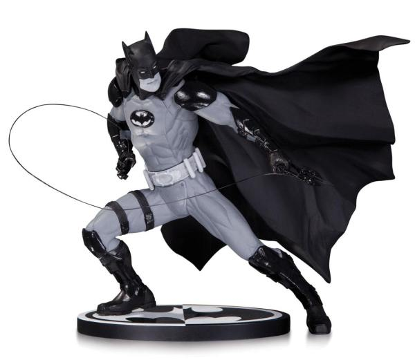 Batman Black & White Szobor - Batman by: Ivan Reis (17 cm)