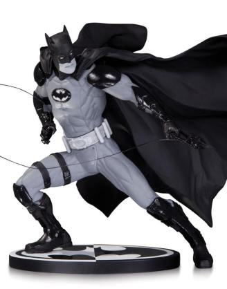 Batman Black & White Szobor - Batman by: Ivan Reis (17 cm)