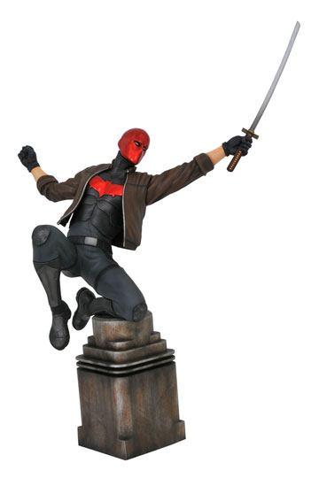 d_diamnov192327 DC Comic Gallery PVC Szobor - Red Hood 23 cm