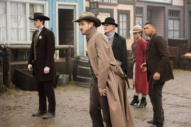 """DC's Legends of Tomorrow -- """"The Magnificent Eight""""-- LGN111a_0089.jpg -- Pictured (L-R): Brandon Routh as Ray Palmer/Atom, Arthur Darvill as Rip Hunter, Victor Garber as Professor Martin Stein, Ciara Renee as Kendra Saunders/Hawkgirl and Franz Drameh as Jefferson """"Jax"""" Jackson -- Photo: Dean Buscher/The CW -- © 2016 The CW Network, LLC. All Rights Reserved"""