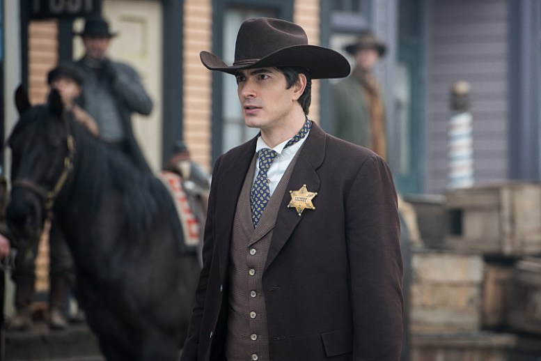 """DC's Legends of Tomorrow -- """"The Magnificent Eight""""-- LGN111b_0100.jpg -- Pictured: Brandon Routh as Ray Palmer/Atom -- Photo: Dean Buscher/The CW -- © 2016 The CW Network, LLC. All Rights Reserved"""