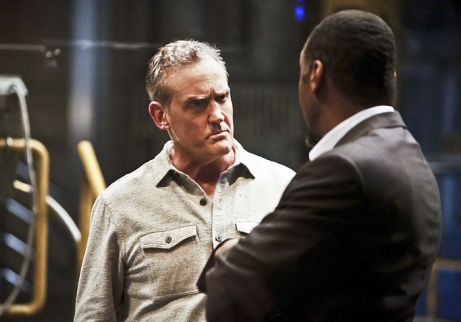 "The Flash -- ""Rupture"" -- Image: FLA220b_0174b2.jpg -- Pictured (L-R): John Wesley Shipp as Henry Allen and Jesse L. Martin as Detective Joe West -- Photo: Bettina Strauss/The CW -- © 2016 The CW Network, LLC. All rights reserved."