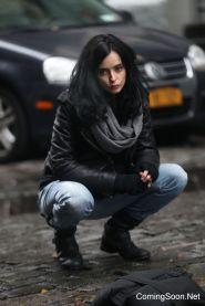 """NEW YORK, NY - NOVEMBER 15: Krysten Ritter as Jessica Jones films Marvel's """"The Defenders"""" on November 15, 2016 in New York City. (Photo by Steve Sands/GC Images)"""