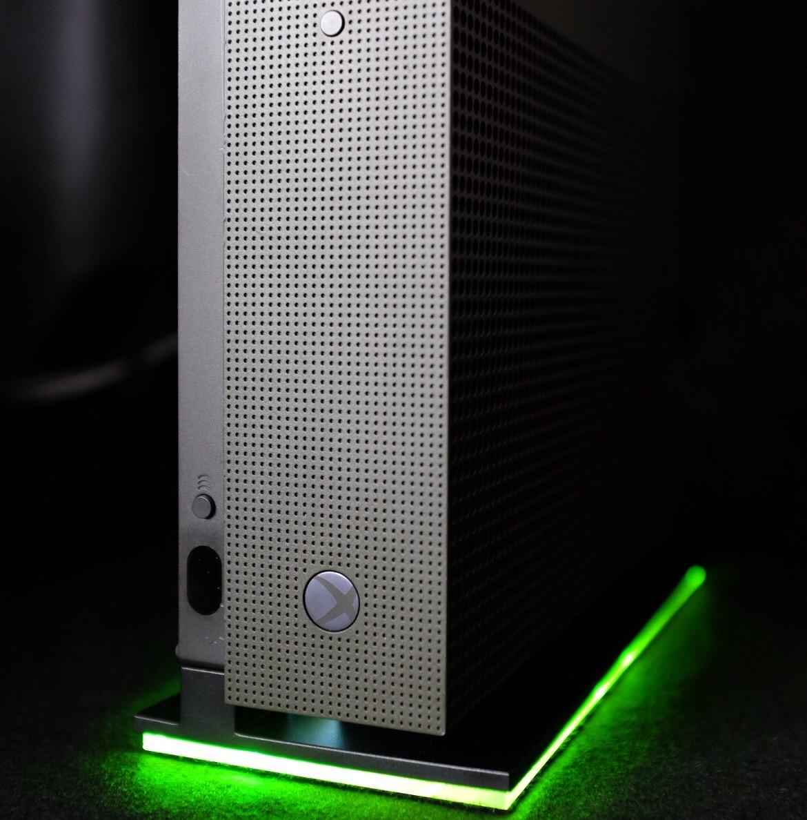 This Guy Made a Light Stand For the Xbox One S, And It Looks Awesome