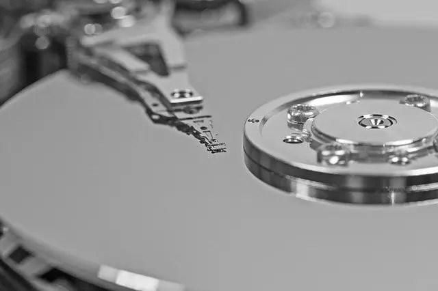 hard-drive-656128_640 パソコンのデータ保存しとくのって外付けSSDとHDDどっちがええんや?🤔