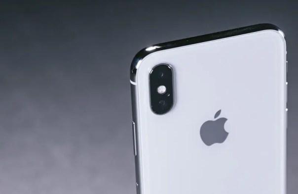iPhonexIMGL6489_TP_V4 いまiPhoneX使ってるけど12が出たら買い替えるべき? 13まで待った方がいい?