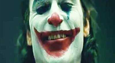 New Joker Video Features Joaquin Phoenix Terrorizing Subway Tracks