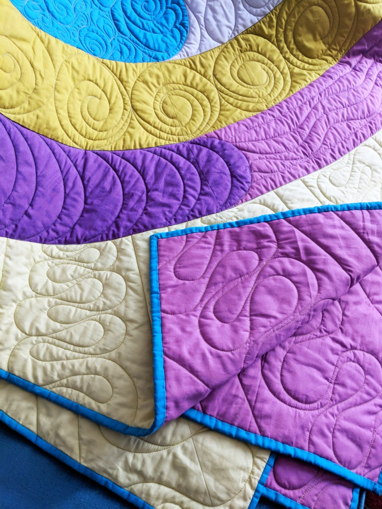 orbital quilt by geeky bobbin - close up of quilting and binding