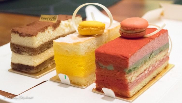Bakerzin: Cakes for dessert.