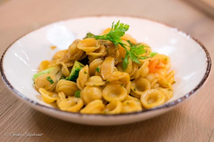 Ricciotti Pizza Pasta Grill: Orecchiette Broccoli E Acciughe