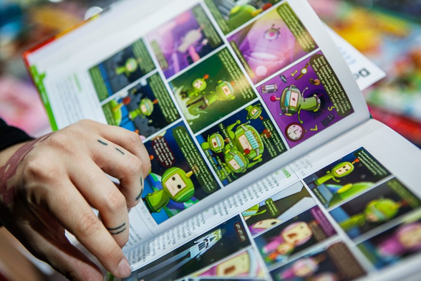 Geeky Gals Jinn reading Katamari comicbook