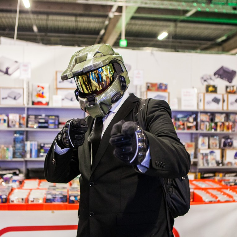 Classy Master Chief cosplay