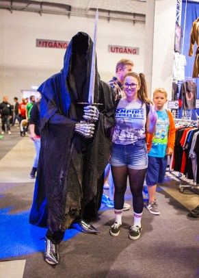 Lord of the Rings Ringwraith cosplayer with Jinn from Geeky Gals