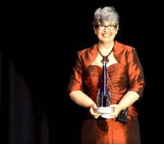 Ann Leckie accepting her Hugo Award for Best Novel