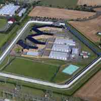 Gefängnisarchitektur und Resozialisierung