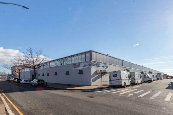 E-commerce Firms Acquire Warehouse Space