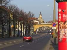 Viadukt vorm Rathaus Wahren