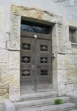 Der Kopf über der Tür