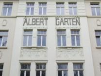 Albertgarten mit Reliefs