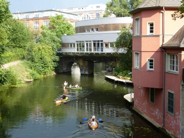 Blick von der Elisabethbrücke aufs Riverboat