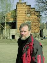"""Achim Richter vorm """"Aufenthaltsraum für ruhige Herren"""", 2002"""