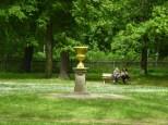 Goldene Vase im Gutspark