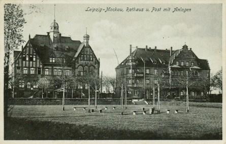 Mockauer Rathaus und Post auf einer Ansichtskarte, 1931