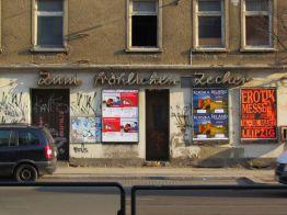 Fröhlicher Zecher in der Georg-Schumann-Straße