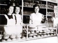 Stern-Brot-Verkäuferinnen